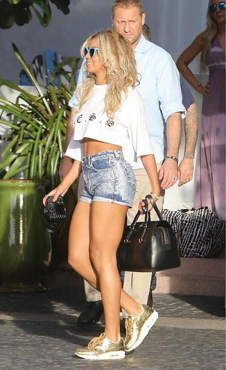 Beyonce-L-E-S-S-Crop-T-Shirt-Denim-Shorts-Gold-Nike-Air-Max-Sneakers