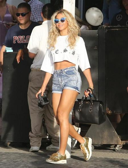 Beyonce-L-E-S-S-Crop-T-Shirt-Denim-Shorts-Gold-Nike-Air-Max